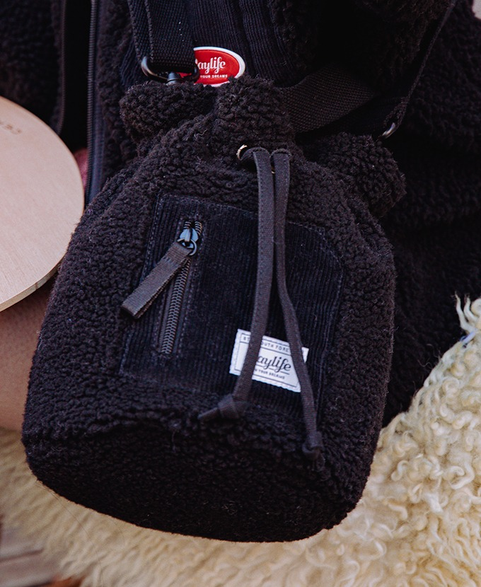 DAYLIFE FLEECE BUCKET BAG (BLACK)