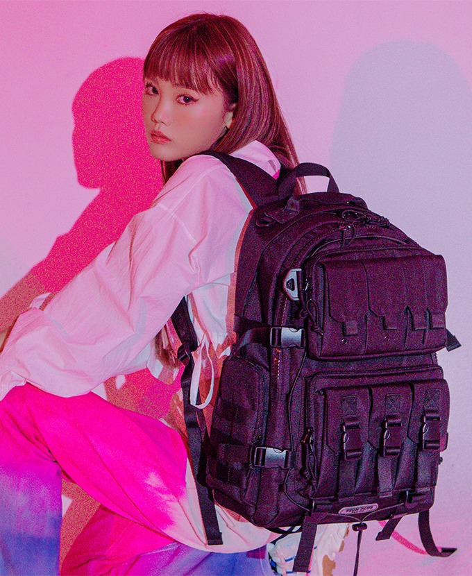 2021新規リュック発売DAYLIFE TECH PLUS BACKPACK (BLACK)